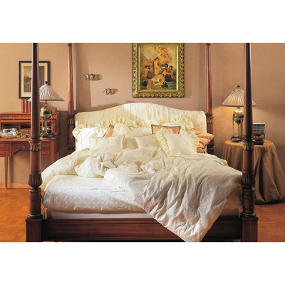 Чем привлекают внимание кровати из массива?