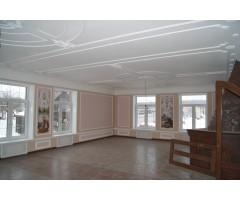 Лепнина на потолке преображает помещение